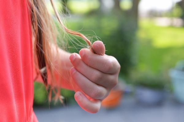 Căderea părului: Cauze, factori de risc, soluții și tratament