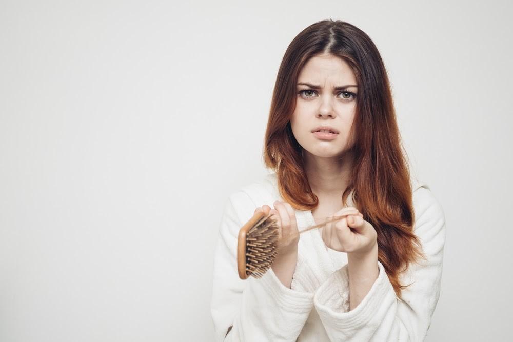 De ce îți cade părul atunci când ții diete drastice?